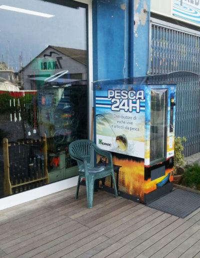 distributore-automatico-articoli-da-pesca